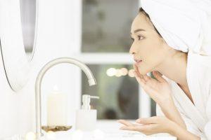 朝のクレンジングは必要?効果は?洗顔とどっちがいい?
