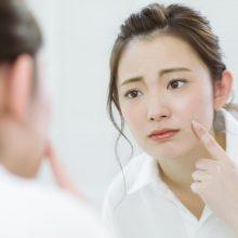 スキンケア後にベタベタでテカる…原因と対処法!化粧のやり方
